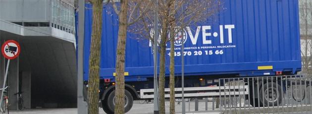 Anhænger med container til international flytning